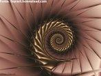 """Hoje existem diferentes definições para o termo """"fractal"""". Contudo, todas estão fundadas pela noção introduzida, primeiramente, por Benoît Mandelbrot. Segundo ele, a palavra """"fractal"""" foi cunhada a partir do adjetivo em latim """"fractus"""", que pode significar tanto """"quebrado"""", """"partido"""", como também """"irregular"""". Os fractais são constituídos por formas geométricas abstratas formadas a partir de padrões complexos repetidos infinitamente, mesmo limitados por uma área finita. Esses padrões são gerados a partir de funções reais ou complexas que, aplicadas de forma interativa, produzem resultados impressionantes, considerados por muitos de uma beleza incrível, como nesta imagem."""