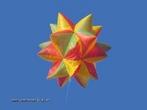 Este � um bal�o em forma de poliedro obtido com 20 pir�mides, cada uma sobre uma das faces de um icosaedro.
