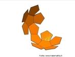 Planificação de um dodecaedro fechando-se para formar o poliedro.