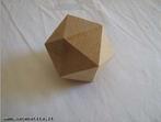 Um icosaedro.