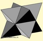 O estrelamento de um poliedro consiste em estender os planos definidos pelas faces do poliedro at� se intersectarem, formando assim um novo s�lido. O stella octangula (estrela de oito bra�os), tamb�m conhecido como octaedro estrelado � um poliedro gerado por composi��o de dois tetraedros. O nome foi-lhe atribu�do por Johannes Kepler em 1609. � o mais simples poliedro regular composto. Os v�rtices dos dois tetraedros definem um cubo, e a sua intersec��o um octaedro. Este � tamb�m o �nico estrelamento do octaedro.
