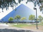 Com a imagem da Pirâmide Walter, Long Beach, California, EUA., o Professor pode mostrar a relação entre elementos da Matemática e do cotidiano.