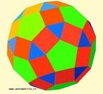 Um poliedro uniforme de tipo (3,4,5,4): em cada vértice pode ver-se um triângulo equilátero, dois quadrados e um pentágono regular.