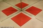 Imagens virtuais de quadrados obtida a partir de um objeto triangular em um caleidoscópio.