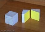 Imagem de um cubo seccionado. As secção resulta em retângulos.