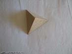 Vista superior de um tetraedro.